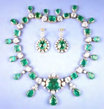 catherine-the-great-marquis-of-lothian-emerald-and-diamond-necklace-earings.jpg